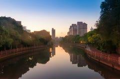 Парк вдоль канала Стоковые Изображения