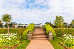 Парк города с экзотическими деревьями и сериями цвета цветет, wonderf Стоковое Изображение