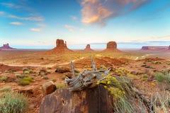 Парк долины памятника племенной, Аризона, США Стоковые Фото