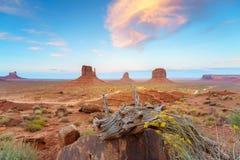 Парк долины памятника племенной, Аризона, США Стоковое Изображение