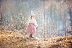 Парк девушки весной Стоковая Фотография RF