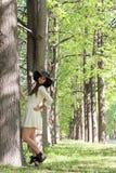 Парк женщины весной Стоковая Фотография RF