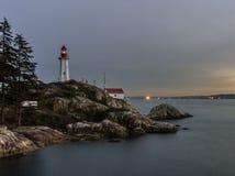 Парк западный Ванкувер ДО РОЖДЕСТВА ХРИСТОВА Канада маяка на заходе солнца Стоковое Фото