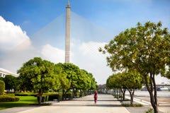 Парк и мост в Бангкоке стоковые изображения