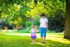 парк иллюстрации детей играя вектор Стоковая Фотография