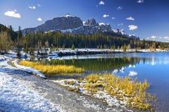 Парк Канада Banff Natinal горного пика голубого снега озера Альберт пеший стоковые фото