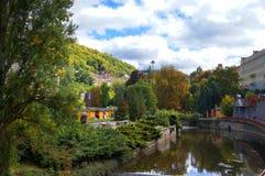 Парк осени в Karlsbad (Karlovy меняет) Стоковое Изображение RF