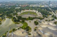 Парк Олимпии Мюнхена и олимпийская арена Стоковые Изображения RF