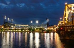 Парк Питтсбург PNC, Пенсильвания на ноче стоковое фото rf