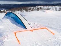 Парк потехи зимы с рельсом Стоковое фото RF
