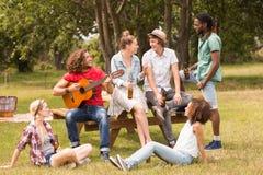 парк друзей счастливый Стоковая Фотография RF
