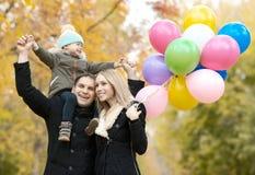 парк семьи осени счастливый стоковое фото
