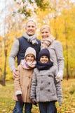 парк семьи осени счастливый Стоковые Изображения