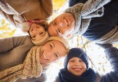 парк семьи осени счастливый Стоковое Изображение