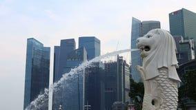 Парк Сингапура Merlion Merlion мифическая тварь с головой льва сток-видео