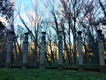 Парк чудовищ, священная роща, сад Bomarzo Колоннада хермов и алхимии стоковое фото rf