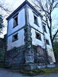 Парк чудовищ, священная роща, сад Bomarzo Полагаясь дом и алхимия стоковое изображение rf