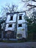 Парк чудовищ, священная роща, сад Bomarzo Полагаясь дом и алхимия стоковые фотографии rf