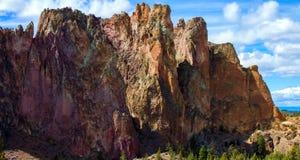 Парк штата утесов Смита, популярная зона скалолазания в центральном Орегоне около Terrebonne стоковое фото