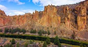 Парк штата утесов Смита, популярная зона скалолазания в центральном Орегоне около Terrebonne стоковая фотография