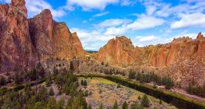 Парк штата утесов Смита, популярная зона скалолазания в центральном Орегоне около Terrebonne стоковое изображение