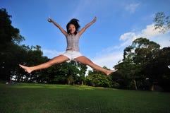 парк 2 девушок счастливый Стоковое Фото