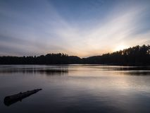 Парк Algonquin захолустный мяукает заход солнца вечера озера стоковые фотографии rf