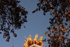 Парк Ciutadella 4 золотых лошади стоковые изображения rf