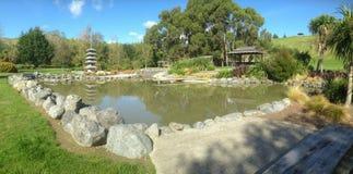 Парк Harling с каменной пагодой в Blenheim, Новой Зеландии стоковые фото