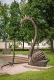Парк Jaunatnes с скульптурами лебедя в Gulbene, Латвии Стоковое Изображение RF