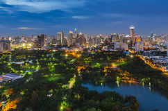 Парк Lumpini в Бангкоке на twillight Стоковое фото RF