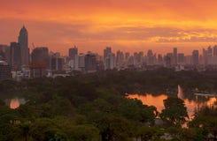 Парк Lumpini на sunsire, городе Бангкока, Таиланде Стоковая Фотография RF