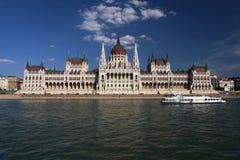 Парламент Будапешта осматривает от Дуная Стоковое Фото