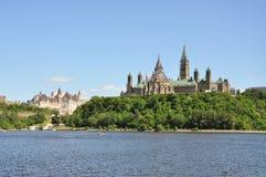 парламент fairmont замка зданий более laurier стоковое изображение