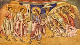 ПАРМА, ИТАЛИЯ - 16-ОЕ АПРЕЛЯ 2018: Фреска Иисус излечивая 10 lepers в византийском иконическом стиле в баптистерем стоковая фотография rf