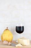 Пармезан, вино и груша, с ножом Стоковое Изображение RF