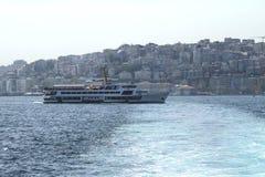 Паромные сообщения в Стамбуле, Турции стоковое изображение