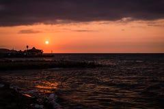 Паромный порт городка Cinarcik на заходе солнца Стоковое Фото