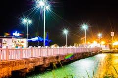 Паромный порт городка Cinarcik в ноче Стоковые Фотографии RF