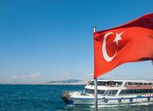 Паром в море и турецком флаге Стоковая Фотография