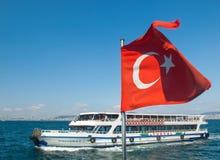 Паром в море и турецком флаге Стоковые Фотографии RF