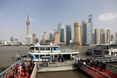 Паром в Шанхае, Китае стоковое фото