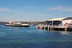 Паром гавани Сиднея на заливе Watsons, Австралии Стоковое Изображение RF