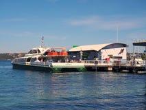 Паром гавани Сиднея на заливе Watsons, Австралии Стоковая Фотография RF