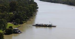 Паром двигая через Реку Murray, Австралию 4K сток-видео