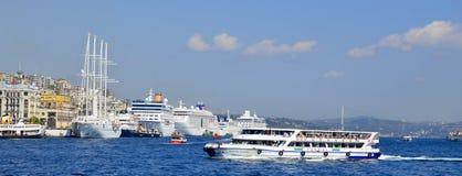 Паром круиза в порте Eminonu Стоковые Изображения
