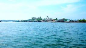 Паром к рыбацкому поселку Chaung Tha, Мьянме видеоматериал