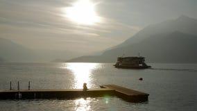 Паром озера como захода солнца лета стоковые фото