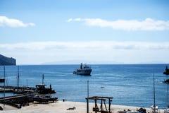 Паром приходя в порт в Фуншале Madiera Стоковые Изображения RF