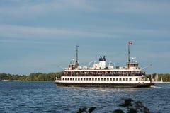 Паром Торонто на Lake Ontario от разбивочного острова Стоковая Фотография RF